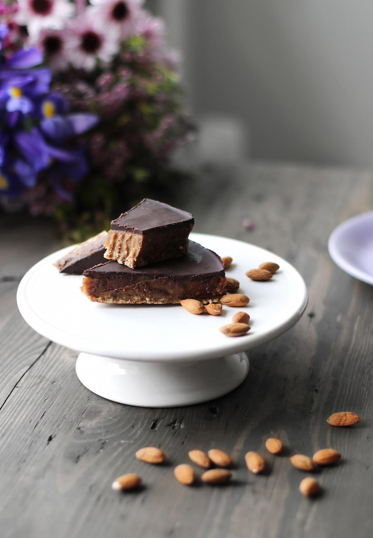 RAW riekstu un šokolādes kūka